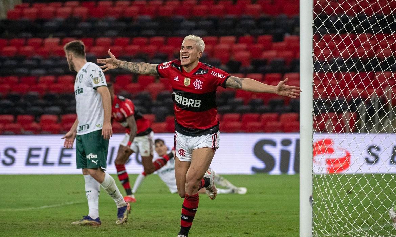 Flamengo vence Palmeiras na estreia do Brasileiro