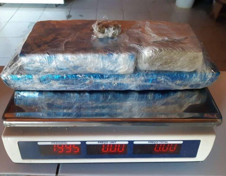 PRF apreende aproximadamente 2 quilos de maconha na BR-316, em Caxias