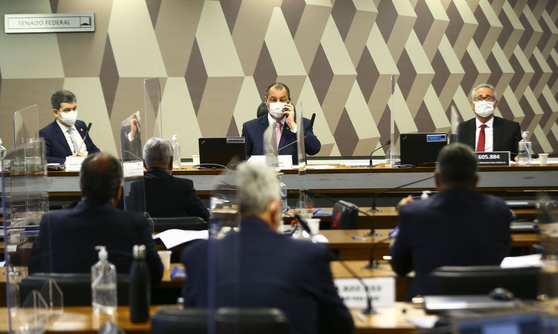 CPI aprova pedido de retratação de presidente Bolsonaro por live